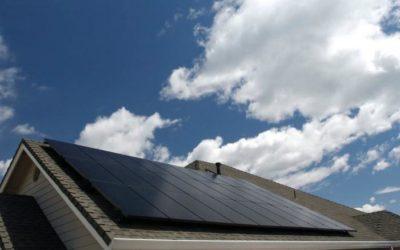 Energia solare VS energia eolica: quale fonte di energia alternativa è adatta alla tua casa?